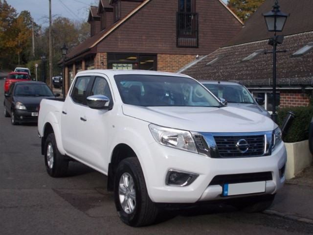 used Nissan Navara 2.3DCi Acenta Doublecab - ONE OWNER -16k MILES in surrey-sussex