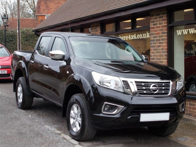 used Nissan Navara NP300 2.3DCi Acenta Doublecab - 600 MILES ONLY in surrey-sussex