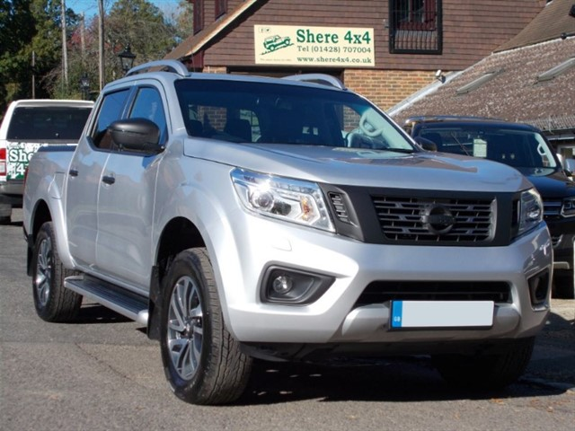 used Nissan Navara 2.3DCi NP300 Tekna Auto Doublecab - ROLLER SHUTTER in surrey-sussex