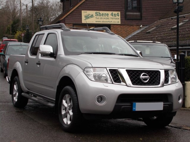 used Nissan Navara 2.5 DCi Tekna Doublecab - 20K MILES ONLY in surrey-sussex