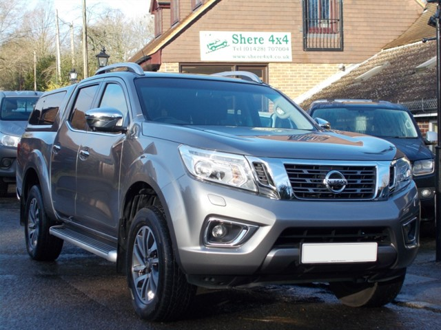 used Nissan Navara NP300 2.3 DCi Tekna Doublecab - FITTED HARDTOP in surrey-sussex