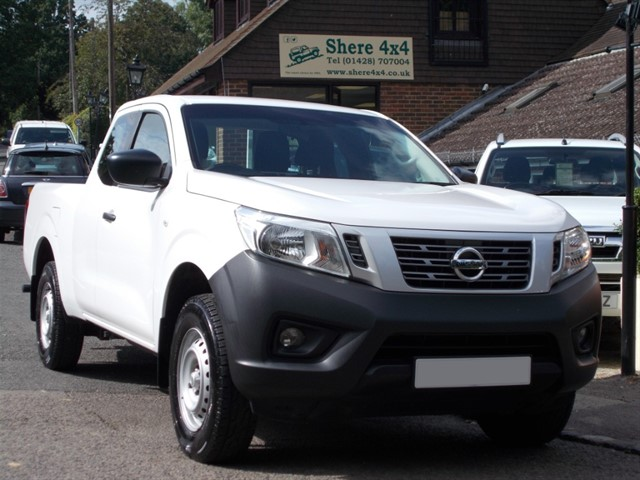 used Nissan Navara 2.3 DCi Visia KINGCAB - 13000 MILES ONLY in surrey-sussex