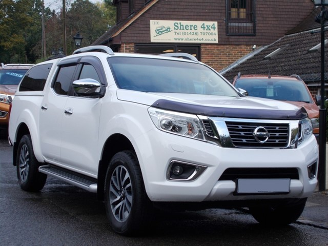 used Nissan Navara 2.3 DCi Tekna NP300 Doublecab - WITH HARDTOP in surrey-sussex
