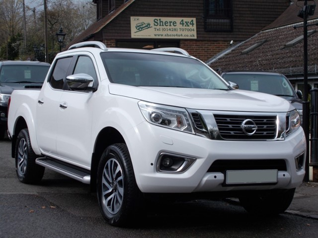 used Nissan Navara NP300 2.3 DCi Tekna Doublecab Auto - ROLLER SHUTTER in surrey-sussex