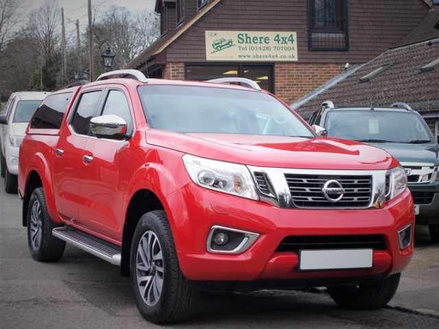 used Nissan Navara 2.3 DCi NP300 Tekna Doublecab - WITH HARDTOP in surrey-sussex