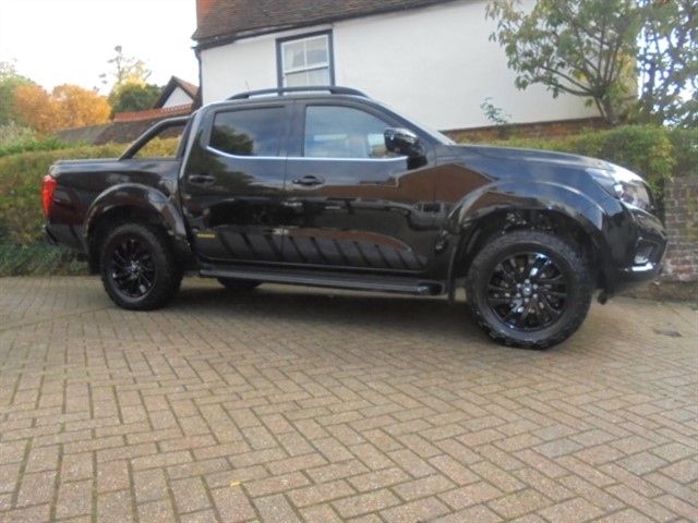 used Nissan Navara DCI N-GUARD SPECIAL EDITION AUTO ROLLER SHUTTER in surrey-sussex