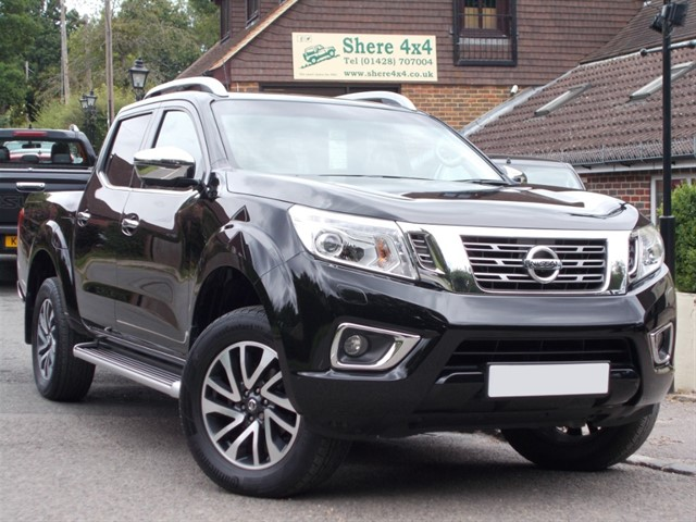 used Nissan Navara 2.3DCi Tekna Doublecab - 13000 MILES FROM NEW in surrey-sussex