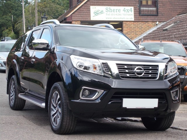 used Nissan Navara NP300 2.3 DCi Tekna Auto Doublecab - FITTED HARDTOP in surrey-sussex