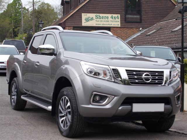 used Nissan Navara 2.3 DCi Tekna Doublecab - JUST 5000 MILES FROM NEW in surrey-sussex