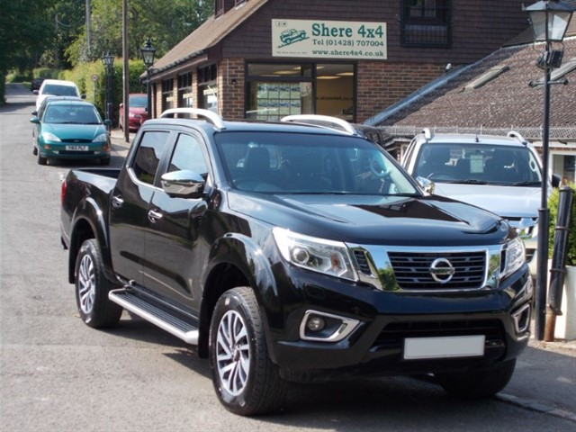 used Nissan NP300 2.3 DCi Tekna Doublecab Automatic - ONE OWNER in surrey-sussex