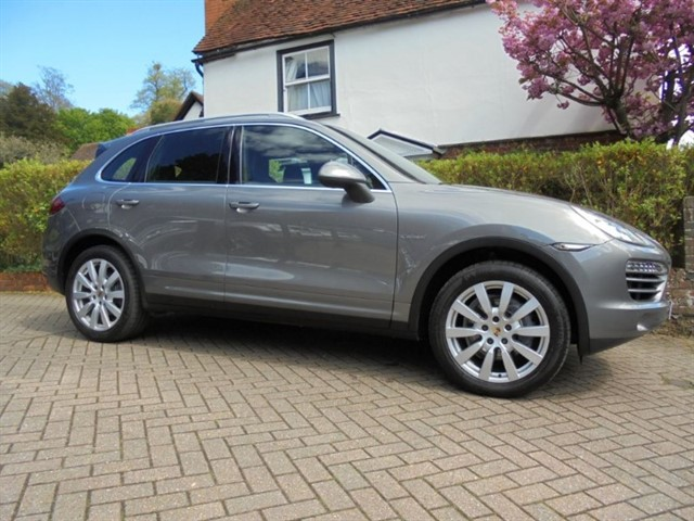 used Porsche Cayenne D V6 TIPTRONIC SAT/NAV BOSE FPSH in surrey-sussex