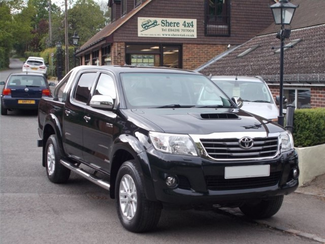 used Toyota Hilux 3.0 D4D Invincible Doublecab - Manual - Leather - Sat Nav - Roller shutter in surrey-sussex