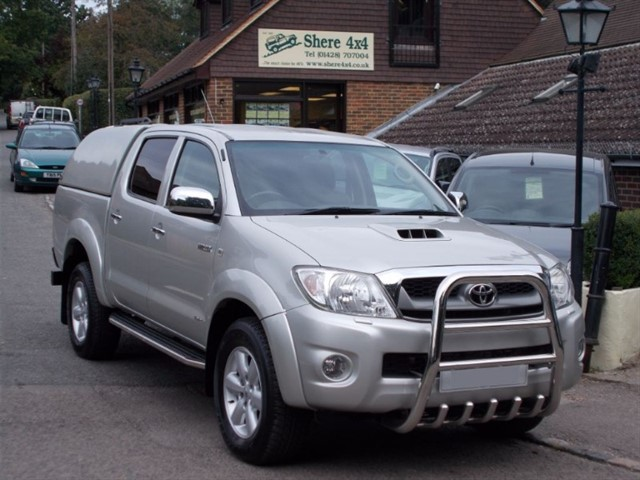 used Toyota Hilux 3.0 D4D Invincible Auto Doublecab - NO VAT - WITH HARDTOP - 35k MILES in surrey-sussex