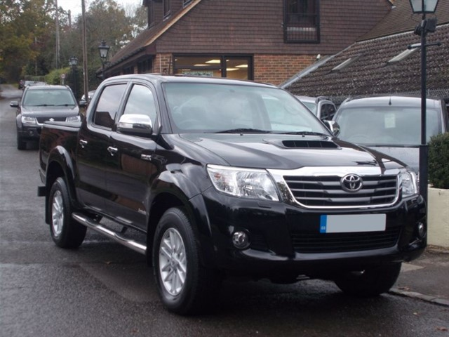 used Toyota Hilux 3.0 D4D Invincible Doublecab - BLACK LEATHER - ONE OWNER in surrey-sussex