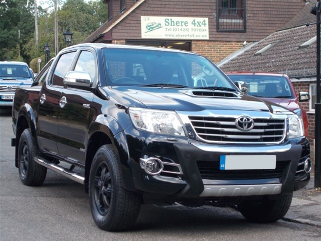 used Toyota Hilux 3.0 D4D Invincible X Doublecab - ROLLER SHUTTER in surrey-sussex