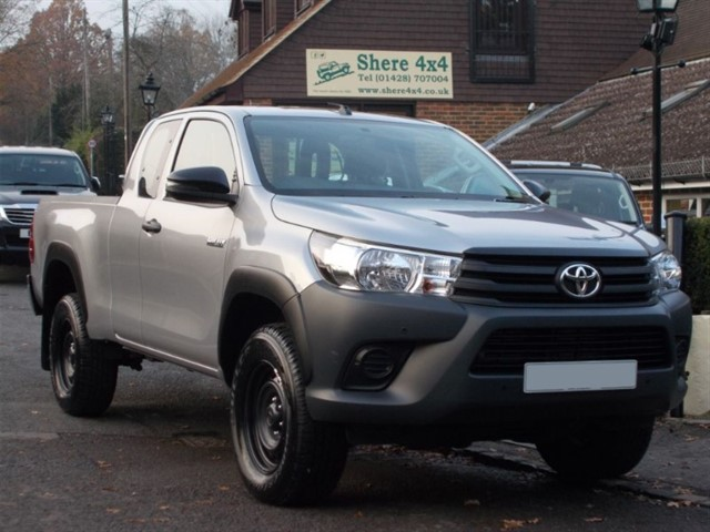 used Toyota Hilux 2.4 D4D Active Extra Cab - 2000 MILES ONLY in surrey-sussex
