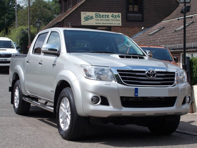 used Toyota Hilux 3.0 D4D Invincible Auto Doublecab - NO VAT TO PAY in surrey-sussex