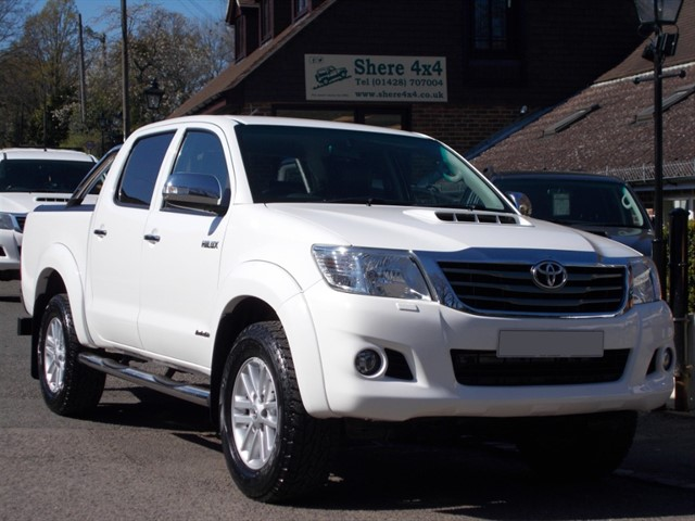 used Toyota Hilux 3.0 D4D Invincible Doublecab - BLACK LEATHER - SAT NAV in surrey-sussex