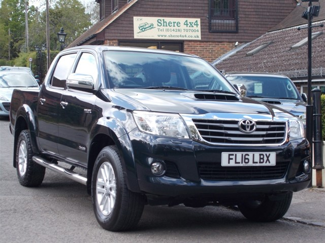 used Toyota Hilux 3.0 D4D Invincible Doublecab - SAT NAV - LEATHER in surrey-sussex