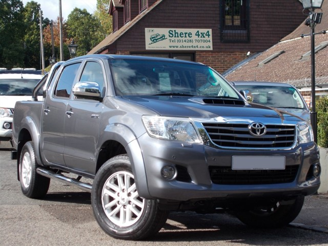 used Toyota Hilux 3.0 D4D Invincible Auto Doublecab - Demo + One owner from new. in surrey-sussex