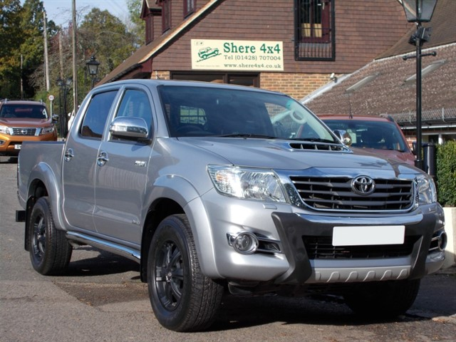 used Toyota Hilux 3.0 D4D Invincible X Auto Doublecab  - 33000 MILES in surrey-sussex