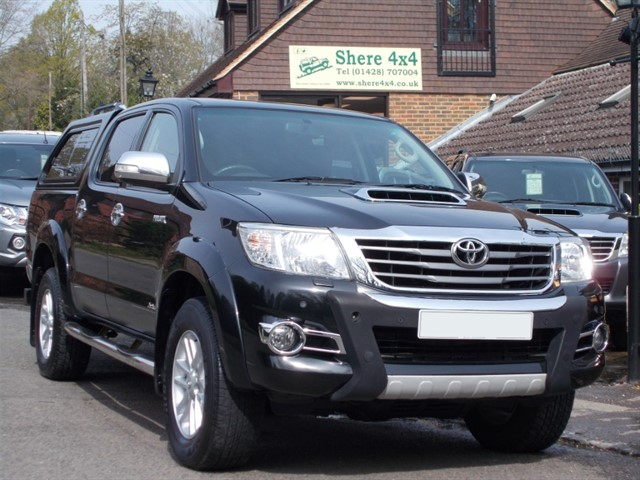 used Toyota Hilux 3.0 D4D Invincible Doublecab - WITH HARDTOP in surrey-sussex