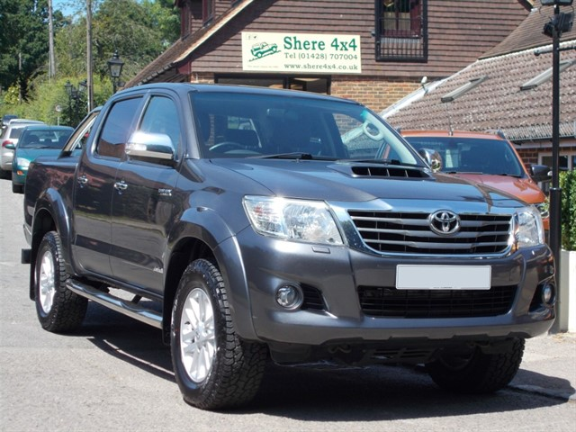 used Toyota Hilux 3.0 D4D Invincible Manual Doublecab - NO VAT - 36000 MILES in surrey-sussex