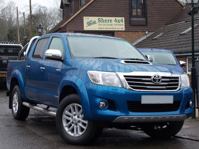 used Toyota Hilux 3.0 D4D Invincible Auto Doublecab - ONLY 22000 MILES in surrey-sussex