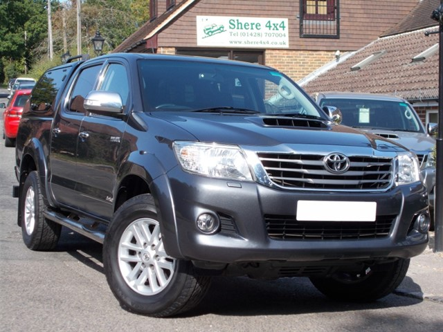 used Toyota Hilux 3.0 D4D Invincible Doublecab - NO VAT - WITH HARDTOP in surrey-sussex