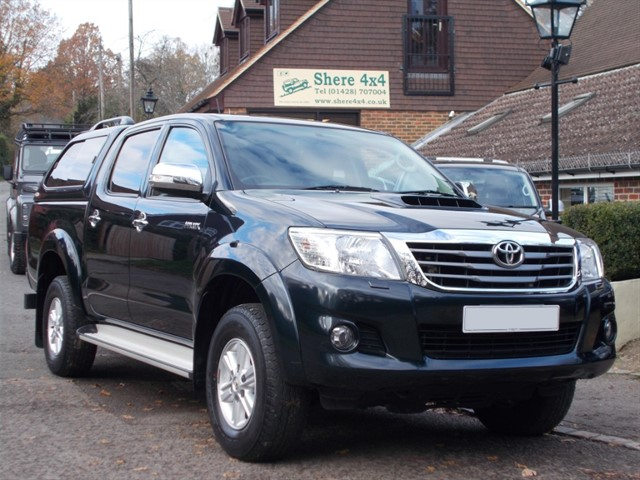 used Toyota Hilux 3.0 D4D Invincible Doublecab - NO VAT - WITH HARDTOP - 24k MILES in surrey-sussex