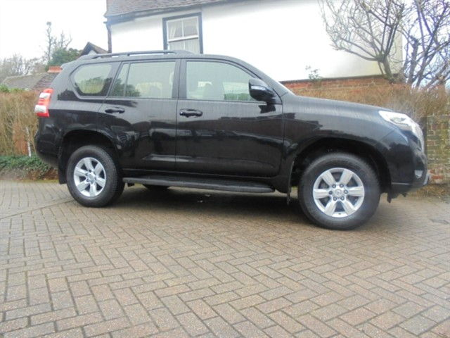 used Toyota Land Cruiser D-4D ACTIVE MANUAL 1 OWNER 16500 MILES FTSH in surrey-sussex