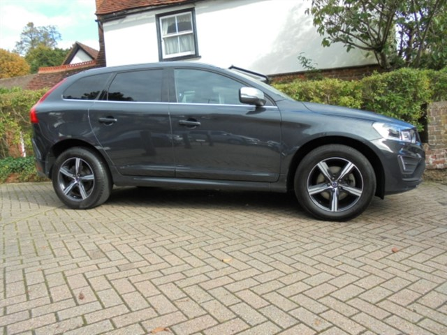 used Volvo XC60 D4 R-DESIGN LUX AUTO SAT/NAV 2WD FVSH LEATHER in surrey-sussex