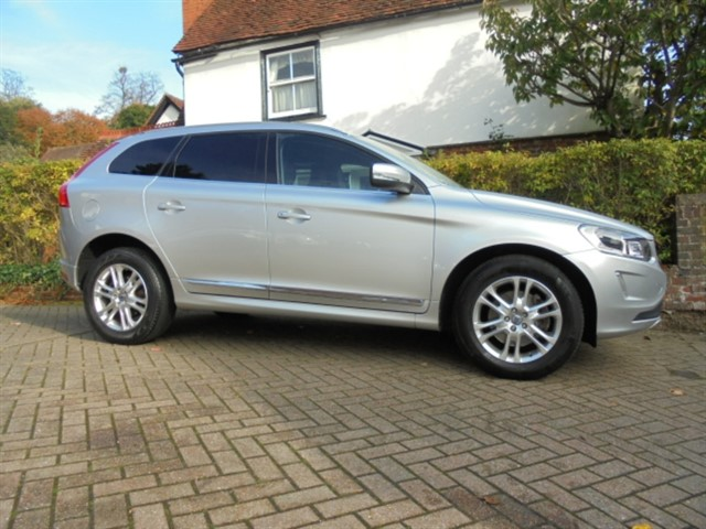 used Volvo XC60 D5 SE LUX NAV AWD SAT/NAV in surrey-sussex