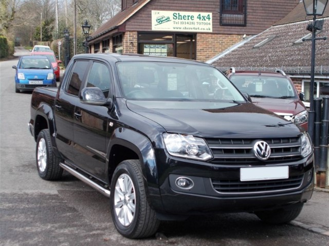 used VW Amarok 2.0TDi Highline 180 4MOTION Doublecab Auto - 26K MILES ONLY in surrey-sussex