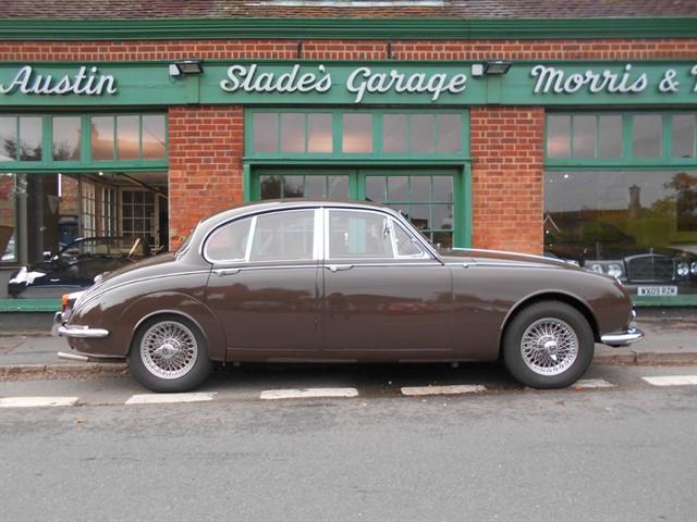 used Daimler V8 250 in penn-buckinghamshire