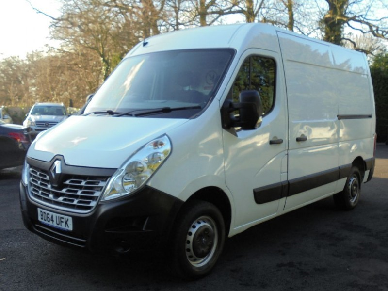 used Renault Master MM35 BUSINESS DCI MWB M/ROOF in chelmsford-essex