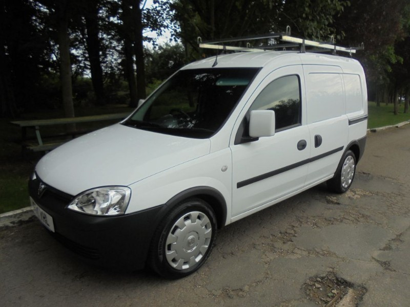 used Vauxhall Combo 2000 CDTI EASYTRONIC in chelmsford-essex