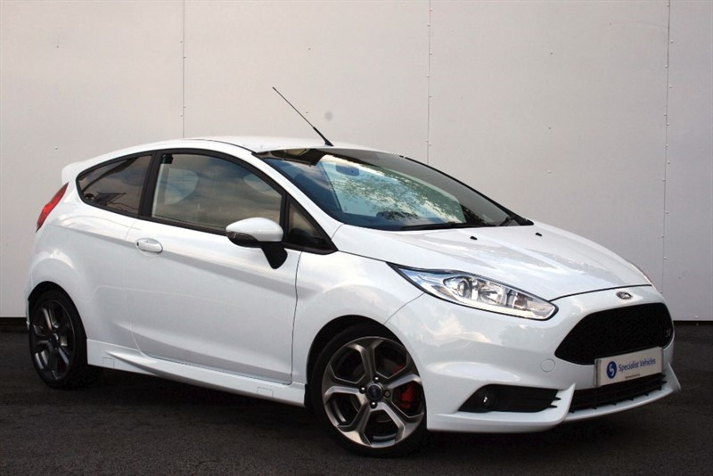 "used Ford Fiesta ST-2~NAV~17""ALLOYS~BLUETOOTH~FULL FORD SERVICE HISTORY in plymouth-devon"