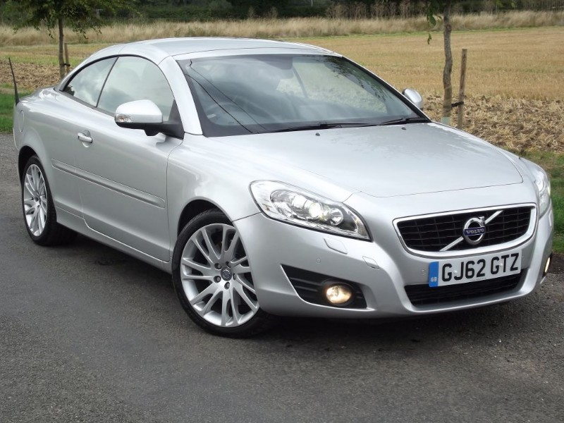 used Volvo C70 D3 SE LUX SOLSTICE - MASSIVE SPEC - STUNNING CAR - SAT NAV - HEATED SEATS in oxfordshire