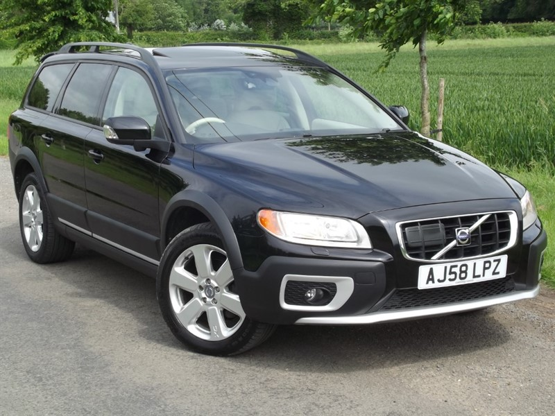 used Volvo XC70 D5 SE SPORT - EVERY POSSIBLE EXTRA - MASSIVE SPEC in oxfordshire