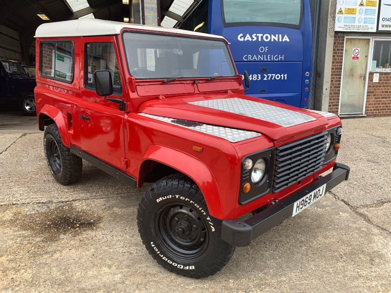 used Land Rover Defender 90 200 tdi station wagon in cranleigh-surrey