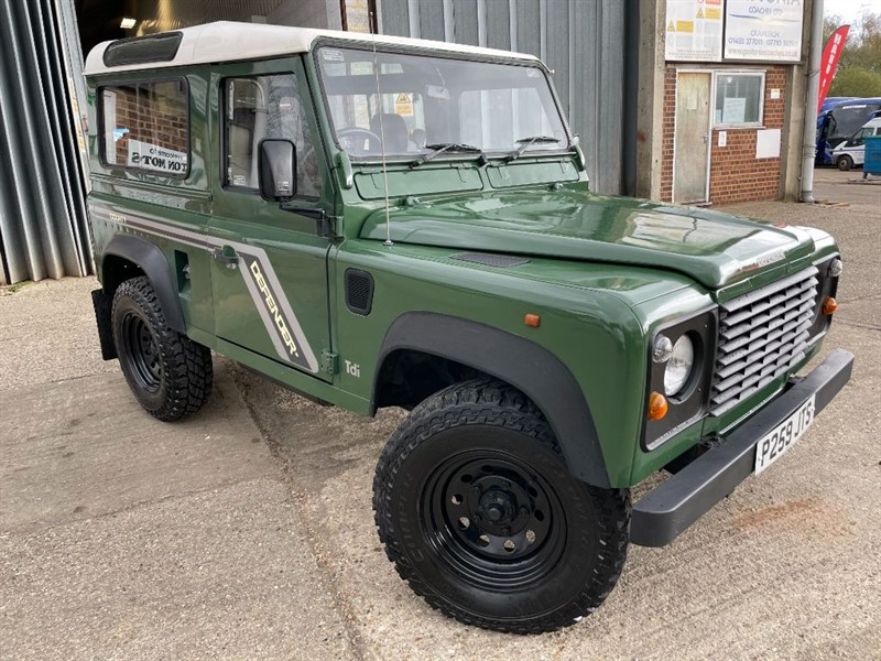 used Land Rover Defender 90 300 tdi station wagon USA EXPORTABLE IN MARCH 2022 in cranleigh-surrey