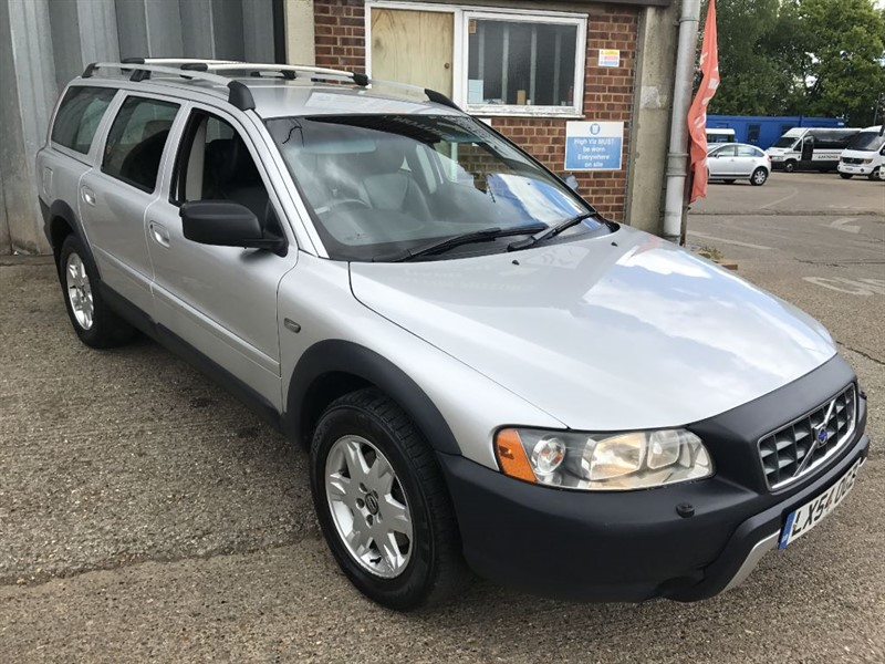 used Volvo XC70 CROSS COUNTRY D5 SE AWD in cranleigh-surrey