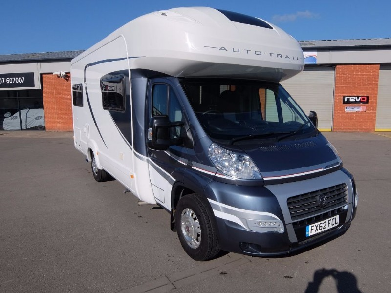 used Fiat Ducato AUTO TRAIL APACHE 700 HI LINE 6 BERTH  in lincolnshire-for-sale