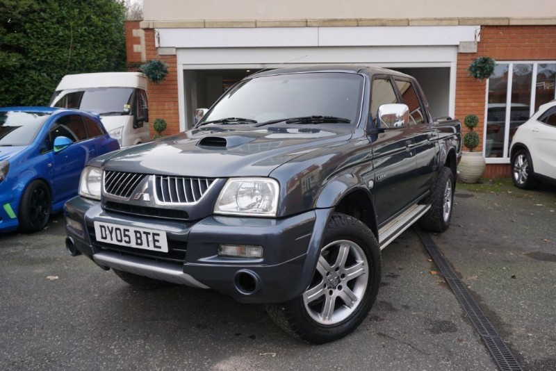 used Mitsubishi L200 ANIMAL 4LIFE LWB DCB 4WD in wigan