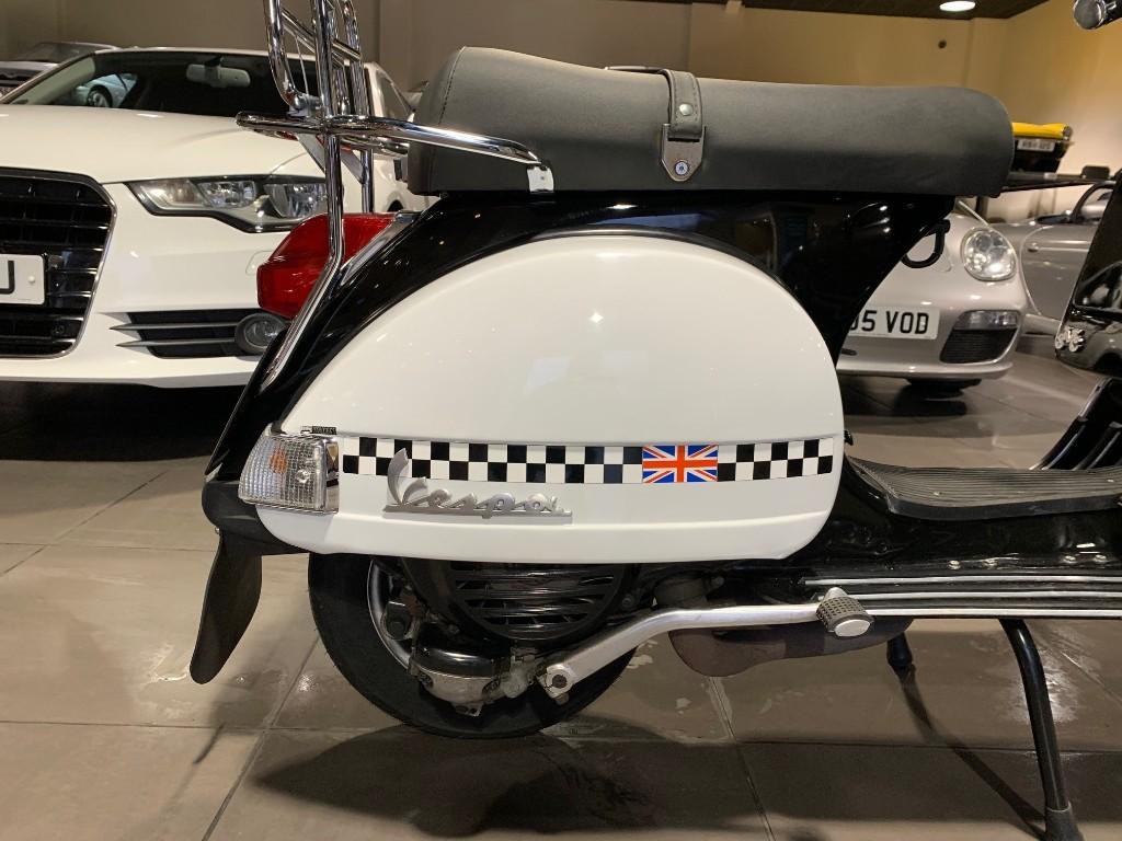 Piaggio Vespa PX200
