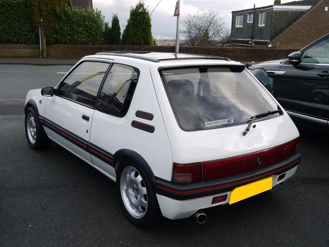 Used peugeot 205 for sale skelmersdale lancashire for Housse 205 gti