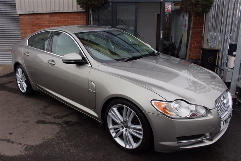 used Jaguar XF V6 PREMIUM LUXURY-CRUISE CONTROL-LEATHER UPHOLSTERY in warrington-cheshire