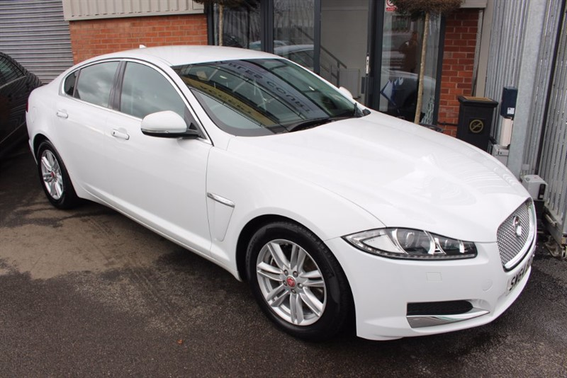 used Jaguar XF D PREMIUM LUXURY-1OWNER-SAT NAV in warrington-cheshire
