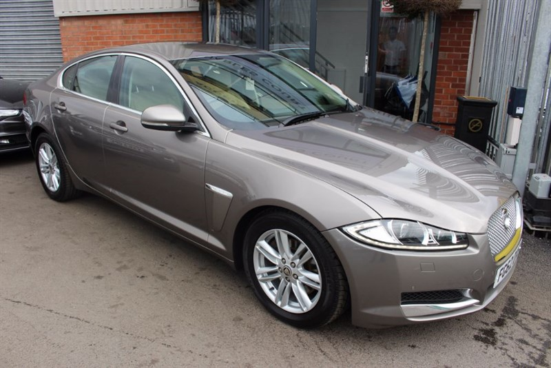 used Jaguar XF V6 LUXURY-SATNAV-LEATHER in warrington-cheshire